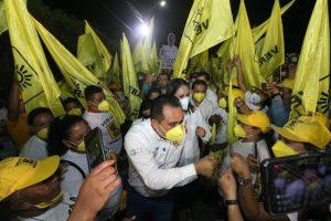 En las primeras horas del 4 de abril Lalo Velazquez inició campaña